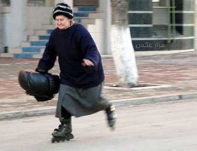 عکس اسکیت سواری در 100 سالگی